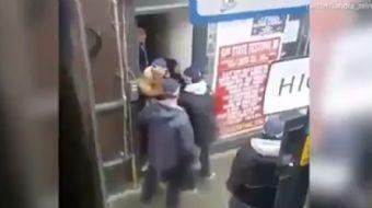 İngiltere'nin başkenti Londra'da çarşaflı bir kadın zorla otobüsten çıkarıldı. Çarşaf giydiği için s