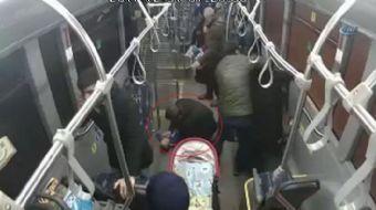 Kocaeli Büyükşehir Belediyesi şehir içi seferi yapan Ulaşımpark otobüsünde, insanlık ölmedi dedirten