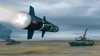Milli Helikopter Atak'tan fırlatılan yerli füze UMTAS hedefi 12'den vuruyor.