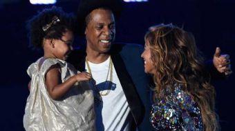 Ünlü şarkıcı Beyonce ve kocası Jay- Z'nin Haziran ayında ikiz bebeklerini kucaklarına alarak büyük m