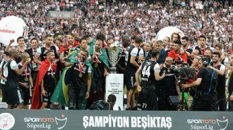 Spor Toto Süper Lig 2016/2017 sezonunu şampiyon olarak tamamlayan Beşiktaş, şampiyonluk kupasını ald