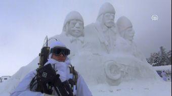 'Sarıkamış Şehitleri' Anısına Yapılan Kardan Heykeller Duygulandırıyor
