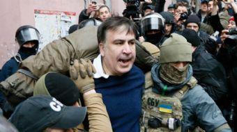 Eski Gürcistan eski Başkanı Mikhail Saakashvili'nin Başkent Kiev'deki dairesini polisler aramak iste