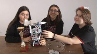 14 Yaşındaki Kız Öğrenciler 'Yangın Söndürme Robotu'yla Dünya İkincisi Oldu