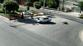 Kilis'te, hastane kavşağında motosiklet ile otomobilin çarpışması sonucu motosikletteki 3 kişi metre