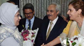 Dışişleri Bakanı Mevlüt Çavuşoğlu, Emine Erdoğan ile birlikte Bangladeş'e gitti