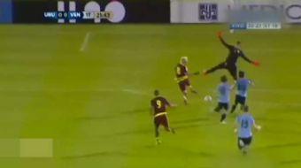 Galatasaray'�n ba�ar�l� file bek�isi Muslera, Uruguay Milli Tak�m�yla, efsane eldiven Buffon da �tal
