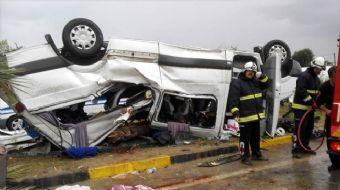 Kazada 3 kişi hayatını kaybederken, yaralanan biri çocuk 10 kişi, hastanelere kaldırıldı