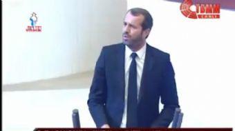 MHP Kocaeli Milletvekili Saffet Sancaklı, TBMM Genel Kurulu'nda yıldız oyuncu Arda Turan'ın gazeteci