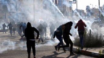 İsrail askerleri, Mescid-i Aksa ve Batı Şeria'da cuma namazı sonrası düzenlenen gösterilere gerçek m