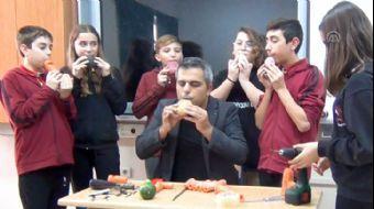 Müzik Öğretmeni, Sebzelerden 'Enstrüman' Yapıyor