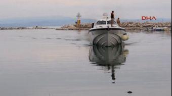 Çanakkale'nin Ayvacık İlçesi açıklarındaki bir lastik botta 46 mülteci, Sahil Güvenlik ekiplerince y