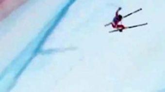 İsviçre'de düzenlenen Alp Disiplini Dünya Kayak Şampiyonasında yürekleri ağızlara getiren bir kaza y