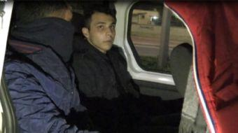 Adana'da bir kişi 'banka benim' diyerek özel bir bankanın kapısının camını kırarak içeri girdi.