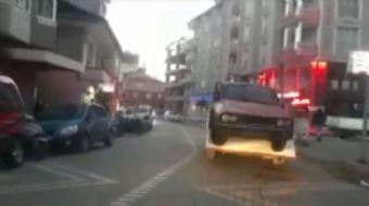 Samsun'da bir vatandaşın otomobili taşıma şekli görenleri şaşkına çevirdi.