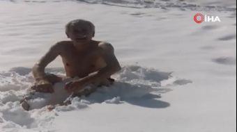 Doğum Gününü Karlı Havada Denize Girerek Kutladı