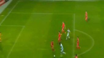 Christian Benteke, tak�m� Bel�ika ile Cebelitar�k aras�nda oynanan ma��n 7. saniyesinde rakip filele
