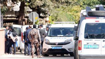 Gaziantep'te savcılık kararı ile bir eve operasyona giden polislere evden ateş açıldı. Yaşanan çatış