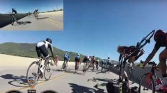 ABD'nin California eyaletinde düzenlenen Santa Barbara Bisiklet Yarışında iki bisikletlinin teması s