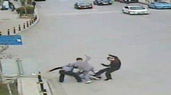 Kadıköy'de bir apartman görevlisini darp ederek öldüren 3 şahıs yakalandı. Şahısların apartman görev