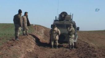 Batman'da teröristler tarafından yola döşenen El Yapımı Patlayıcı'nın (EYP) askeri konvoyun geçişi