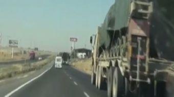 Türk Silahlı Kuvvetleri tarafından Suriye sınırındaki Hatay'da bulunan asker birliklere tank ile fır