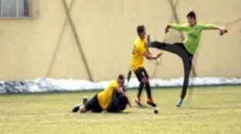 Kayseri'de U15 Play-Off Grubu dördüncü maçında Kocasinan Şimşekspor ile Kayseri Atletikspor maçının