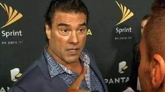 Meksikalı dizi oyuncusu Eduardo Yanez, Hollywood'daki kırmızı halı töreninde kendisiyle röportaj yap