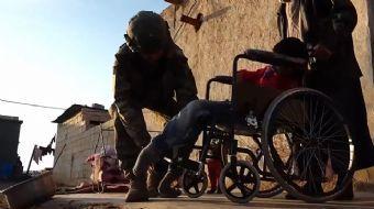 Mehmetçik, Barış Pınarı Bölgesinde Tekerlekli Sandalye Dağıttı