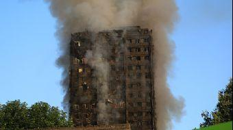 Londra'nın batısında yer alan Latimer Road semtindeki binada yerel saatle 01.00'de yangın çıktı. İng