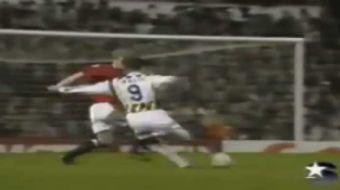 Fenerbah�e, ender yer ald��� �ampiyonlar Ligi'nde 1996 sezonunda Manchester United'� deplasmanda yen