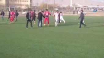 Van 1. Amatör Küme B Grubunda mücadele eden Yolspor ile Van Edremitspor maçında her iki takım sporcu