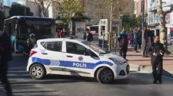 Alman Konsolosluğu önünde şüpheli paket alarmı polisi harekete geçirdi. Çok sayıda polis ekibi konso