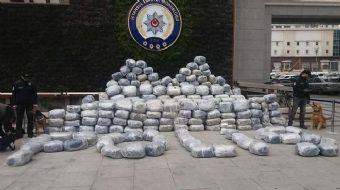 Pendik'te 1 ton uyuşturucu ele geçirildi. Rekor miktardaki uyuşturucunun yakalandığı operasyon polis