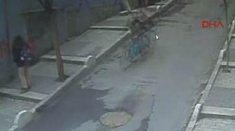 İstanbul Şişli'de arkadaşından ödünç aldığı freni tutmayan bisikletle yokuş aşağı hızla inen çocuk s