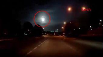 Malezya'da Büyük Bir Meteorun Düşme Anı Böyle Görüntülendi