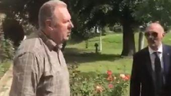 Makedonya'nın başkenti Üsküp'te bir caminin gönüllü bakım işlerini yapan Makedon vatandaşın Türk-İsl