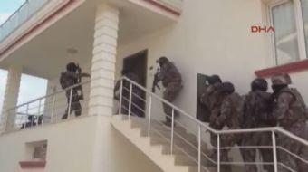 ADANA polisinin terör örgütü PKK'nın cephanelik olarak kullandığı villada ele geçirdiği malzemelerle
