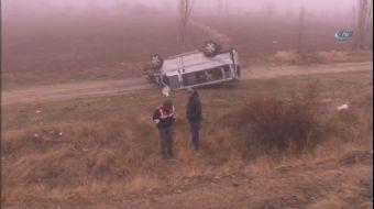 Elazığ'da minibüsün şarampole yuvarlanması sonucu meydana gelen trafik kazasında, 3 kişi yaralandı.