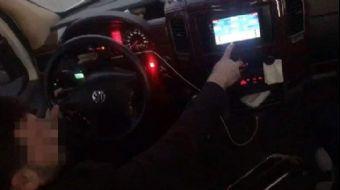 Minibüste Okey Oynayan Sürücünün Ehliyetine El Konuldu