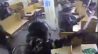 Hint Polisler Müslüman Öğrencilere Saldırdı!