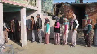 Manisa'nın Demirci ilçesinde 12 seçmeni bulunan Kayranokçular Mahallesi'nde oy kullanma işlemi tamam