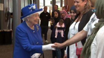 İngiltere Kraliçesi 2. Elizabeth ve Prens William, Londra'da yanan 24 katlı binadan kurtulan vatanda