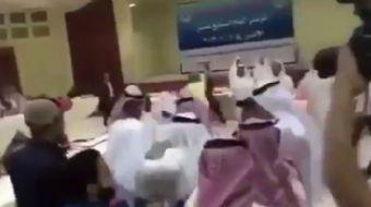 Kuveyt'te süren Körfez İşbirliği Konseyi toplantısı sırasında, Katar heyeti ile Suud Arabistan heyet