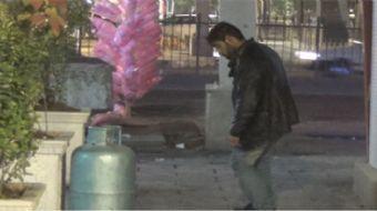 Gaziantep'in Şahinbey ilçesi Seferpaşa mahallesinde madde kullanan bir genç cadde ortasında kendisin