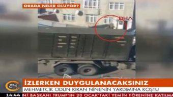 Erzurum'da binanın önünde odun kıran Raime Ninenin yardımına Mehmetçik koştu. Odunları kırıp taşıyan