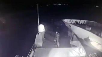 Ege Denizi´nde karasularımızı ihlal eden Yunan Gemisi, Türk Sahil Güvenlik gemisi tarafından böyle d