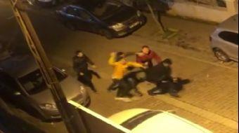 Avcılar'da İki Gencin Öldüresiye Dövüldüğü Sopalı, Sandalyeli Kavga Kamerada