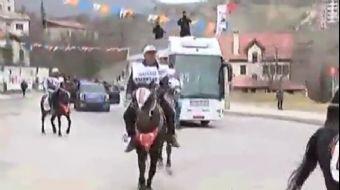 Eskişehir'de Başbakan Binali Yıldırım'ı halk pankartlarla karşıladı