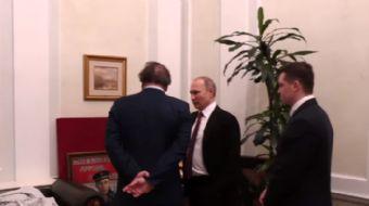 Viladimir Putin, Oliver Stone'a bürosunu gezdirdi